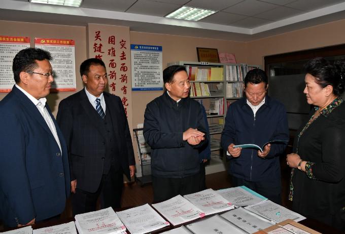 自治区党委常务副书记丁业现莅临公司调研党建工作